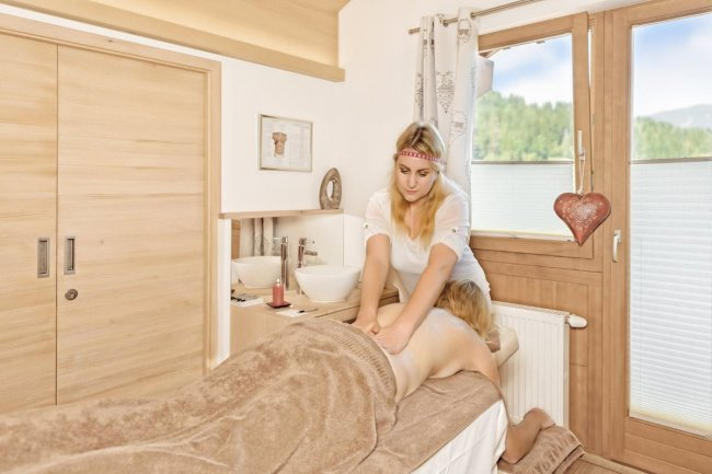 Massages and cosmetic treatments at Nature Spa